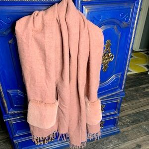MADEWELL Cape Scarf Faux Fur Pockets Wrap Pink